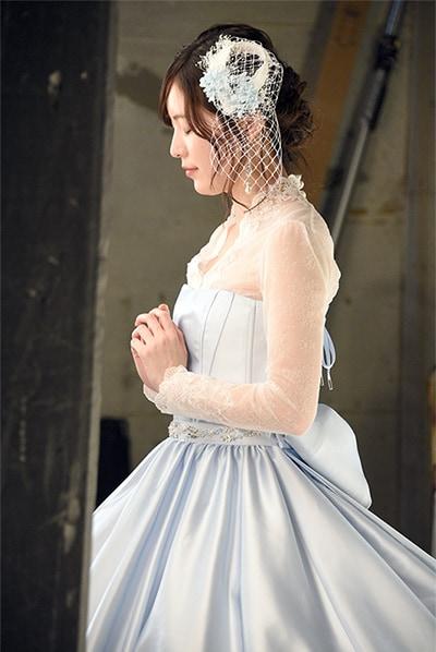 祈るような表情を浮かべる松井珠理奈。