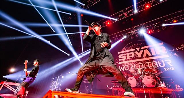 2018年12月にTOKYO DOME CITY HALLで開催された「SPYAIR WORLD TOUR 2018」ファイナル公演の様子。