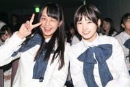 ウインクする福田朱里(左)とウインクができない甲斐心愛(右)。