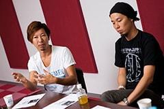 左から松田晋二(Dr)、岡峰光舟(B)。