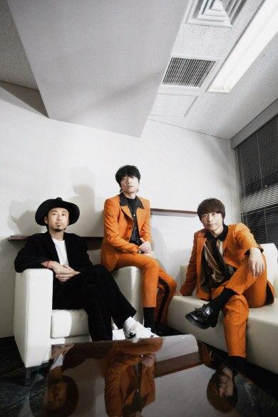 左から大木伸夫(ACIDMAN / Vo, G)、加藤隆志(東京スカパラダイスオーケストラ / G)、茂木欣一(東京スカパラダイスオーケストラ / Dr)。