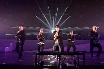 神奈川・パシフィコ横浜 国立大ホールで行われた「YUMA UCHIDA 1st LIVE TOUR『OVER THE HORIZON~&Over~』」の様子。