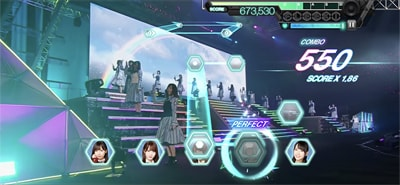 ゲーム内「日向坂46 デビューカウントダウンライブ!!」より「JOYFUL LOVE」のワンシーン。