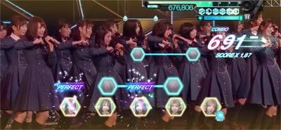 ゲーム内「欅坂46 生中継! デビューカウントダウンライブ!!」より「手を繋いで帰ろうか」のワンシーン。