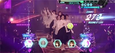 ゲーム内「欅坂46 夏の全国アリーナツアー2018」より「風に吹かれても」のワンシーン。