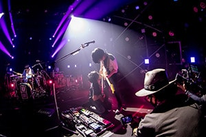 """UNISON SQUARE GARDEN「USG 2020 """"LIVE (in the) HOUSE 2""""」の様子。(Photo by Viola Kam[V'z Twinkle])"""