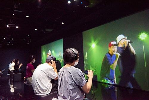 東京・GINZA 456 Created by KDDIでの「音のVR」リアルタイム配信の様子。