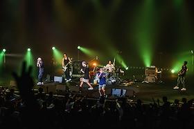 "「ORANGE RANGE×KDDI 音のVR」特集|20周年ライブを5Gで生配信!バンド力見せつけた「一日千秋""楽""」ライブレポート"