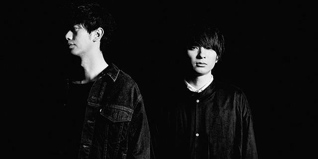 左から須藤優(B)、斎藤宏介(Vo, G)。