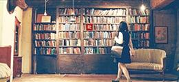 ヨルシカ「靴の花火」ミュージックビデオのワンシーン。