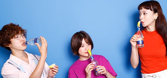 左から武井優心(Czecho No Republic)、MICO(SHE IS SUMMER)、タカハシマイ(Czecho No Republic)。