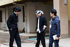 「べしゃり暮らし」メイキング写真。左から渡辺大知、間宮祥太朗、劇団ひとり。