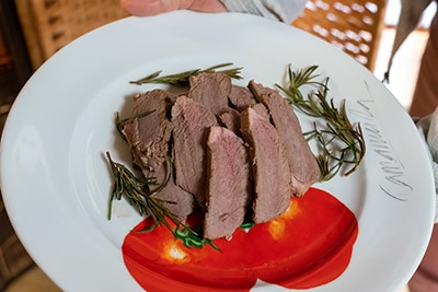 鹿肉を使ったジビエ料理。