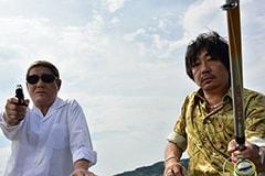 映画「アウトレイジ 最終章」より、左からビートたけし演じる大友、大森南朋演じる市川。