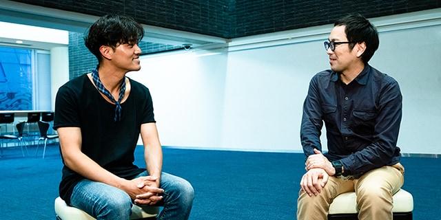 左からキム・ジョン、松井周。