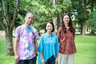 左から塚原悠也、川崎陽子、ジュリエット・礼子・ナップ。