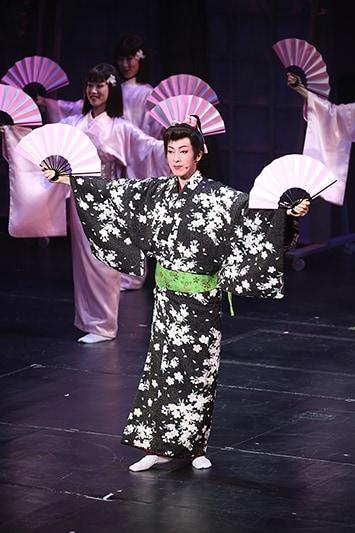 5月に大阪松竹座で上演された「春のおどり」第1部より。