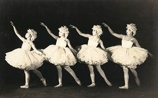 1924年に上演された松竹楽劇部「白鳥の湖」より。
