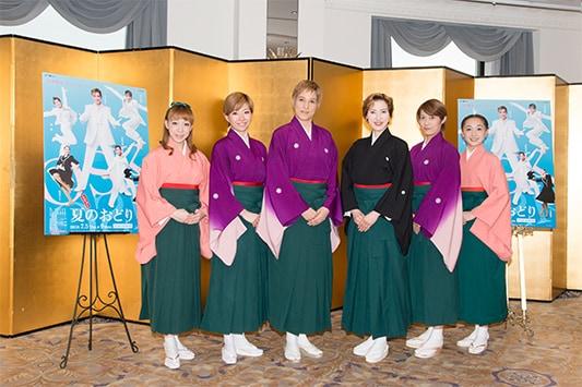左から白藤麗華、真麻里都、桐生麻耶、高世麻央、楊琳、舞美りら。