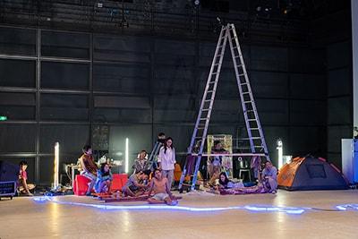 「プラータナー:憑依のポートレート」パリ公演より。(Photo:Takuya Matsumi)