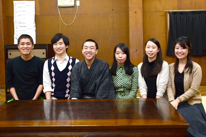 左から安達絹二郎、葛山陽平、小松亮太、江澤蛍、老川礼菜、田邉稚菜。