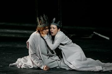 「ヘンリー六世」(2009年)より。左から浦井健治、中嶋朋子。