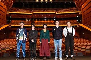 左から岩井秀人、神木隆之介、松たか子、大倉孝二、後藤剛範。©︎平岩と毛利